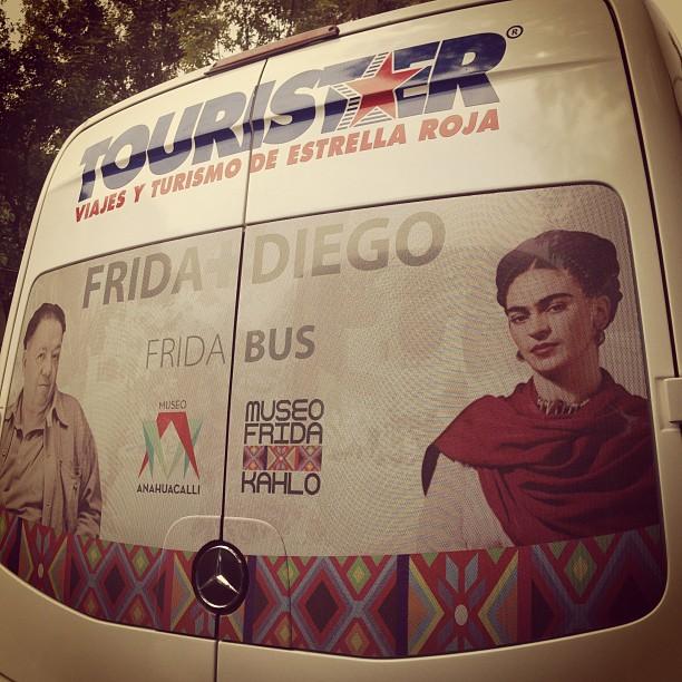 Pasa un día en Coyoacán con Diego y Frida, a bordo del #Fridabus