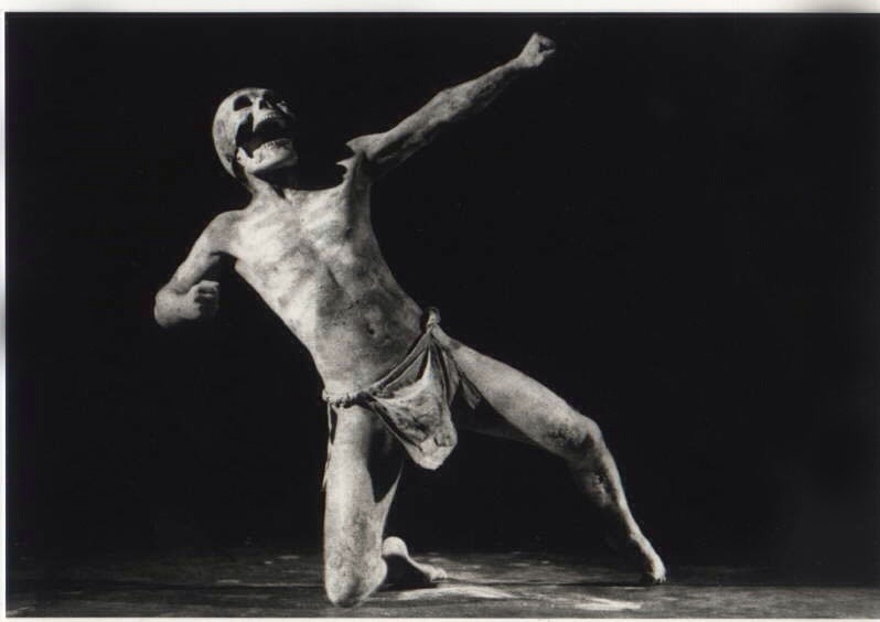 Danza de la muerte: la vida muriendo y la muerte, reviviendo