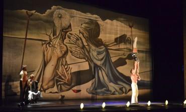 ¿Es circo, es teatro? ¡Todo es posible en La Veritá!  No te la pierdas.