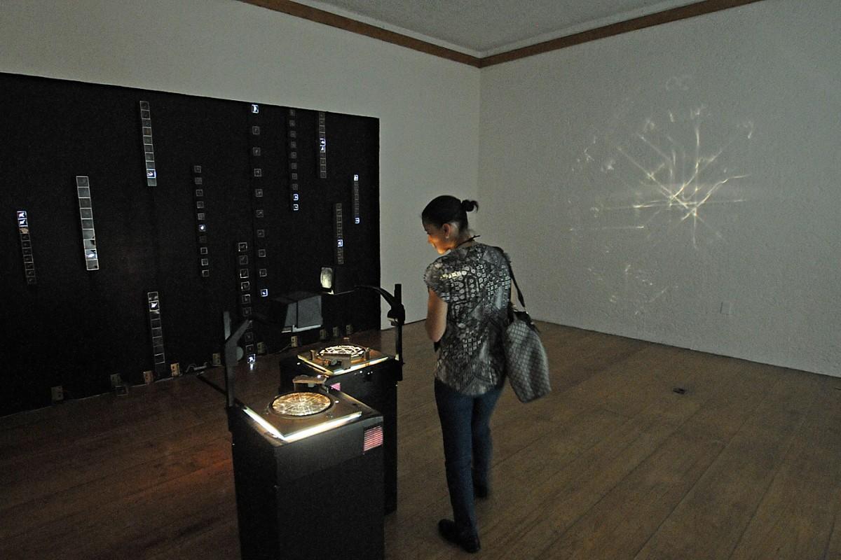 Interpreta tu realidad con la luz en la muestra Ángulo Crítico de @cenartmx