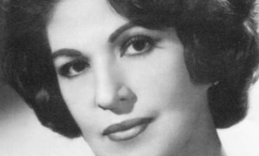 Canta al amor y al desamor en el homenaje a Consuelo Velázquez