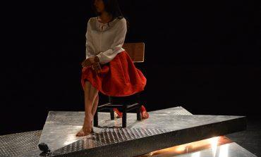 El lado político de El Rey Lear encarnado en el monólogo multimedia de la reina Cordelia