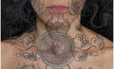 La fotógrafa Tatiana Parcero comparte el universo en su piel