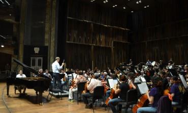 El pianista @Abdiel_Vazquez es parte de un estreno mundial, con la @OSN_mx